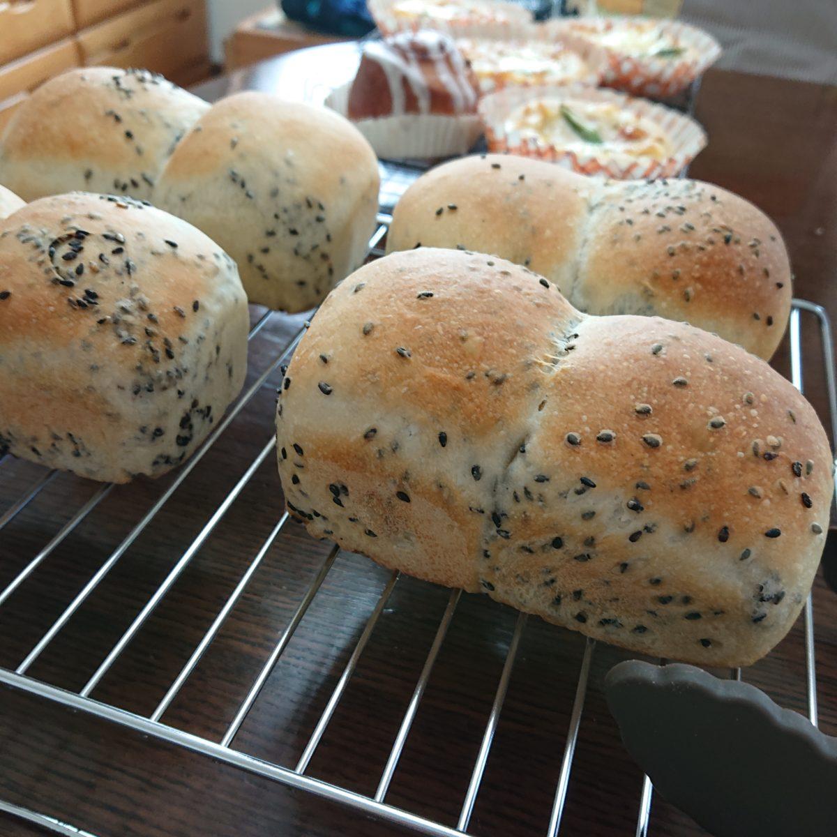 美味しそうなパンの写真を見て。